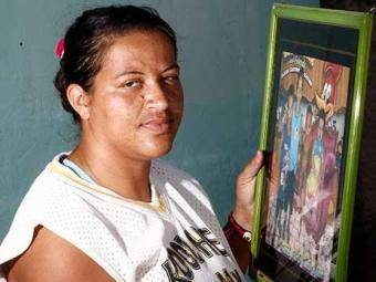 Emoção marca encontro de mãe biológica e dois filhos retirados à força.