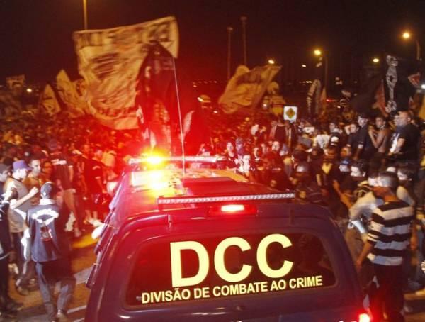 Festa da torcida corintiana em Cumbica termina em confusão