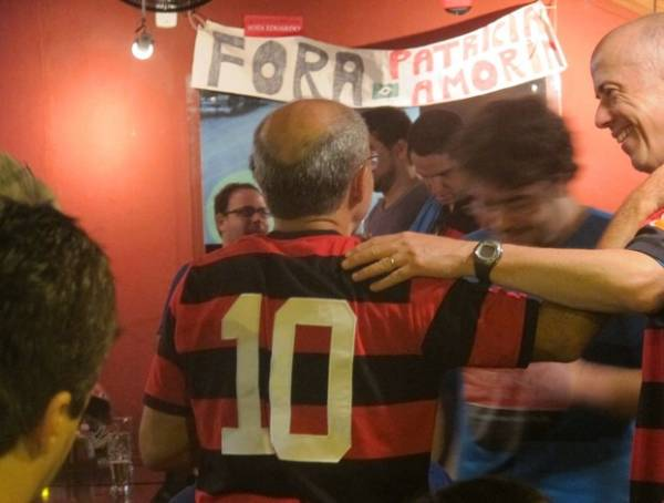 Festa do novo presidente: chope, bandeira de Zico e ironias a Patricia