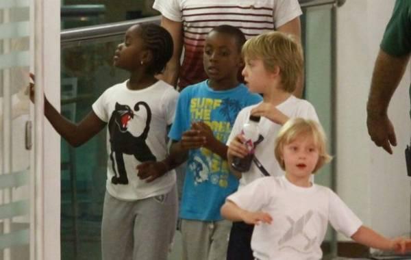 Filhos de Madonna passeiam com filhos de Angélica e Huck