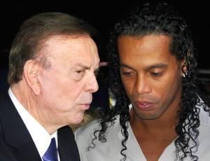 Ronaldinho desconversa sobre â??sussurroâ?? de Marin em festa da CBF