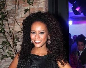 Dicas da expert que alongou três dos cabelos mais elogiados em 2012