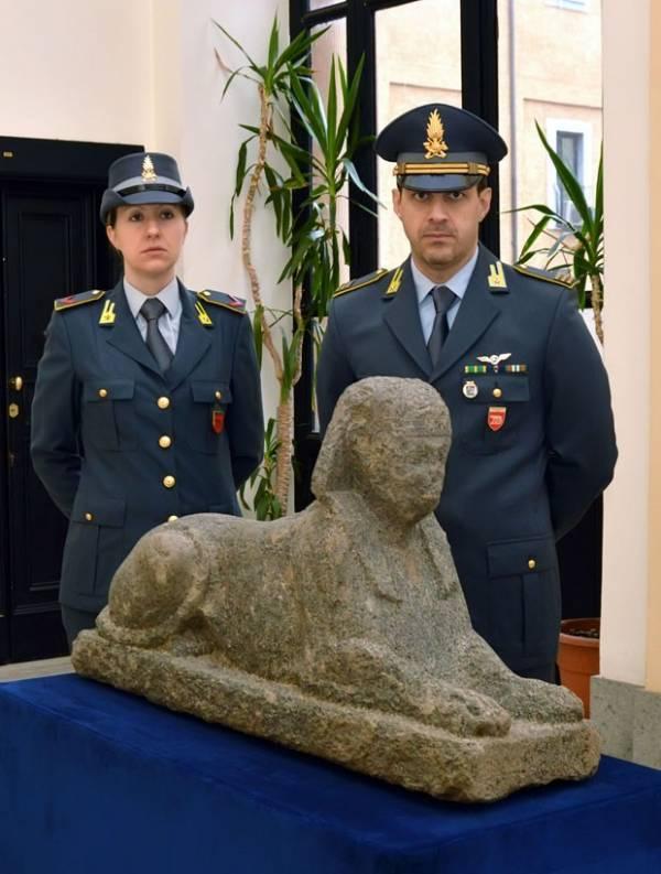 Esfinge egípcia de mais de 2 mil anos é apreendida pela polícia italiana