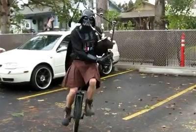 Vídeo de Gandalf tocando gaita de fole em monociclo vira hit