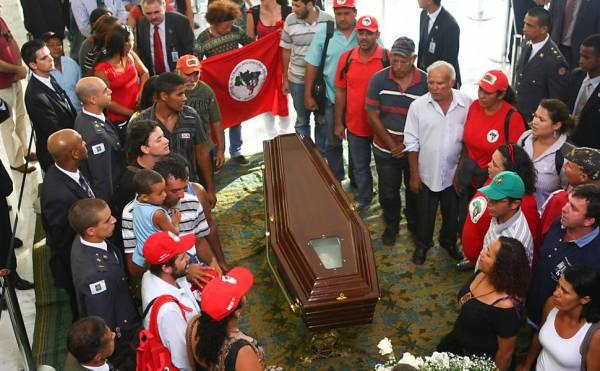 Velório de Oscar Niemeyer no Rio é aberto ao público e enterro está marcado para 17h