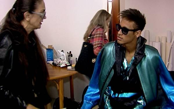 Estiloso, Neymar fotografa para capa da Revista Vogue Itália