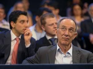 Presidente do PT descarta expulsão de condenados no mensalão