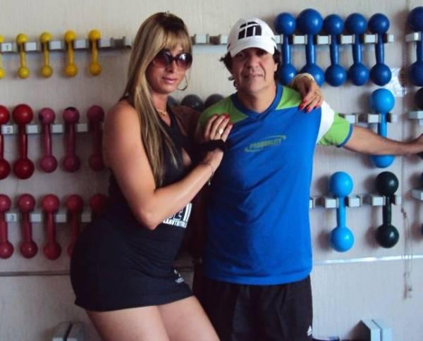 Transtornada do Funk: Transexual do interior do Rio torna-se cantora e namora ex-jogador