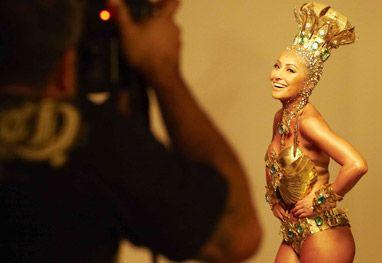 Sabrina Sato exibe corpão em ensaio de Carnaval