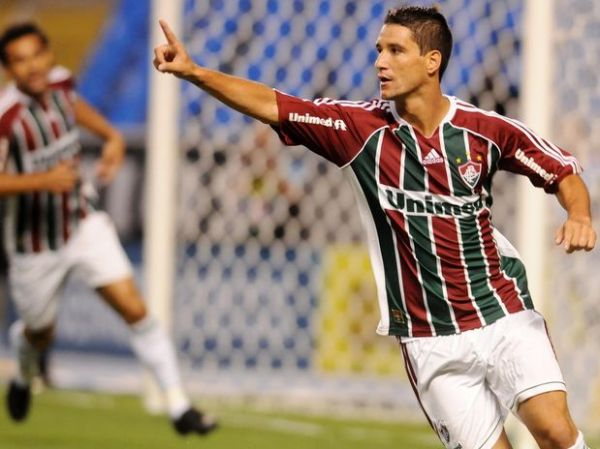 Vasco vira no 2º tempo, se classifica e complica Fluminense