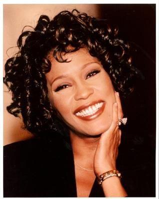 Whitney Houston foi encontrada morta em banheira, com suspeita de afogamento.