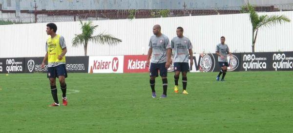 Após melhora física, Adriano treina bem e pode voltar no sábado