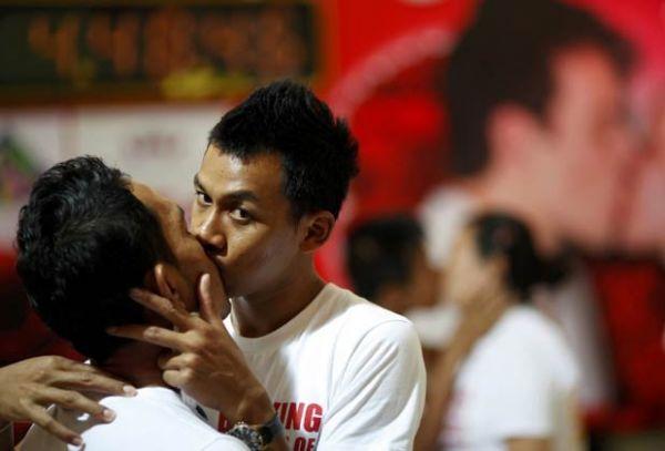 Casal tailandês bate recorde com beijo de mais de 50 horas
