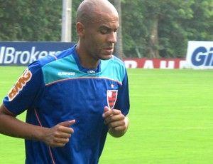 Sem acordo com Flamengo, Alex Silva fica mais longe do Santos