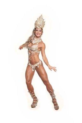Mayra Cardi exibe corpão musculoso e diz estar ansiosa para sua estreia no carnaval; fotos!