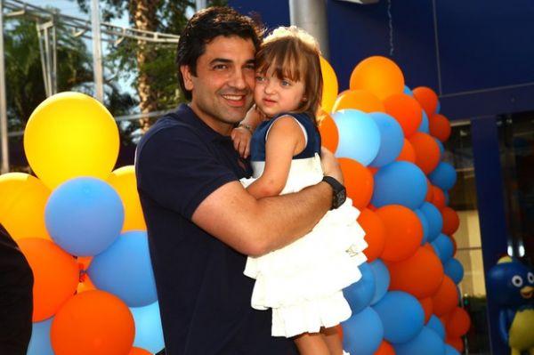 Rafaella Justus vai a festa da filha de Edu Guedes sem os pais