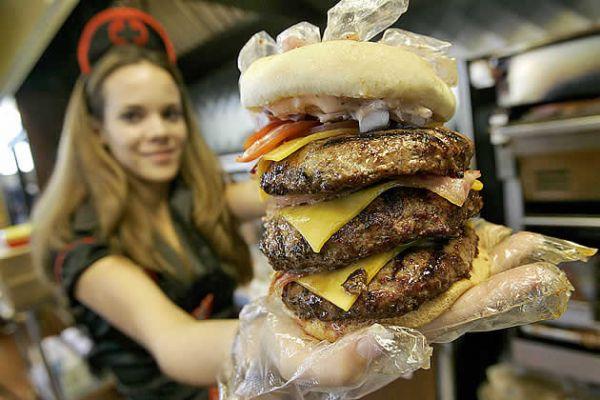 Cliente sofre ataque cardíaco na ?lanchonete do infarto?, a Heart Attack Grill