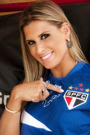 Ex-Mallandrinha Elen Pinheiro posa para a revista do São Paulo