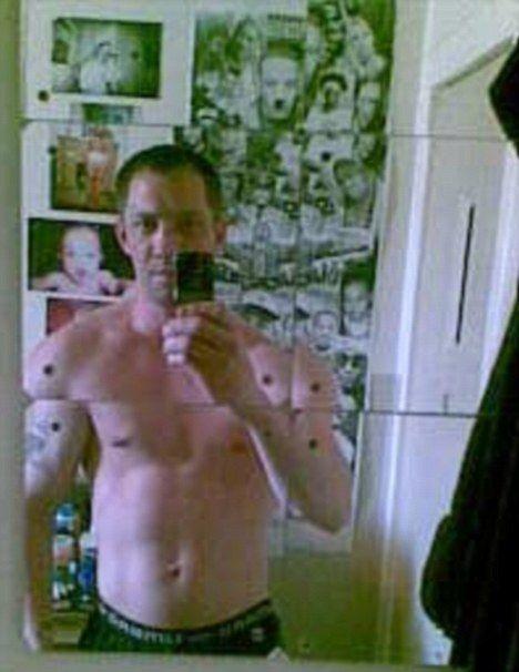Preso usa celular para tirar fotos da cela e postar no Facebook