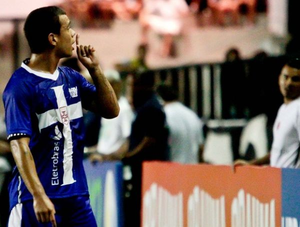 Sob pressão emocional, Bernardo vai de xodó à decepção no Vasco