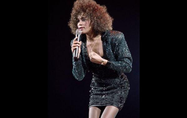 Família, fãs e astros velarão o corpo de Whitney Houston hoje