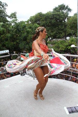 Com o figurino bem ousado, Ivete comanda 3º dia de folia e brinca com Neymar na Bahia - Imagem 1
