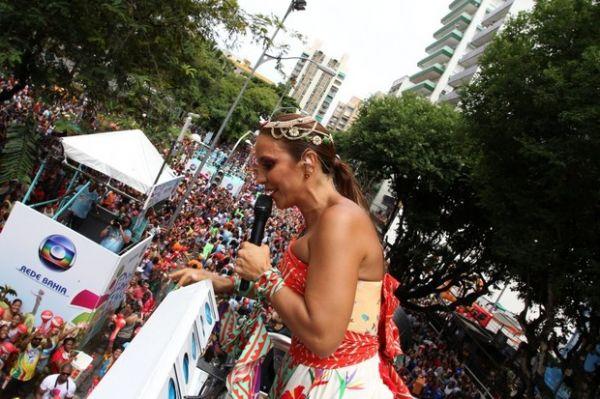 Com o figurino bem ousado, Ivete comanda 3º dia de folia e brinca com Neymar na Bahia - Imagem 6