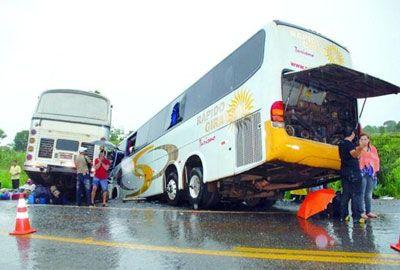 Chega a 15 o número de mortos em acidente na BR-153