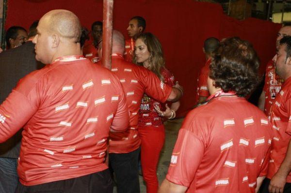 Jennifer Lopez causa alvoroço ao chegar no camarote da Brahma, no Rio de Janeiro