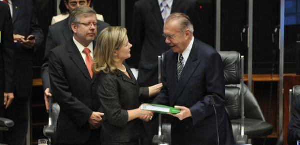 Em mensagem ao Congresso, Dilma pede avanço na reforma política