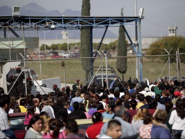 Grupo de 30 presos foge durante briga que matou 44 em cadeia mexicana