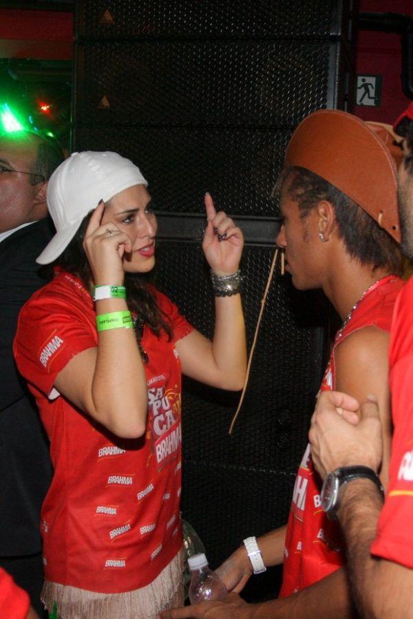 Fernanda Paes Leme e Neymar mostram entrosamento em camarote