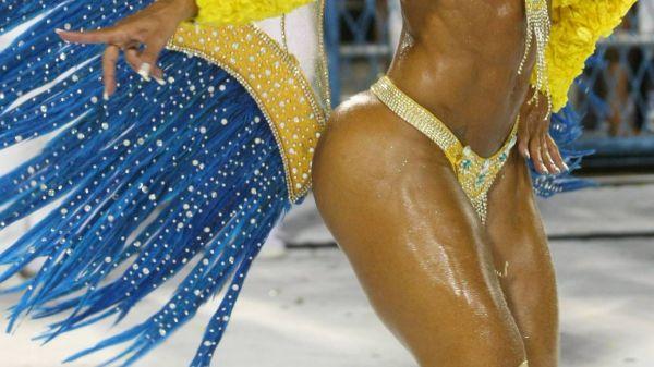 Veja os mais belos bumbuns das musas que encantaram Sambódromo durante desfiles
