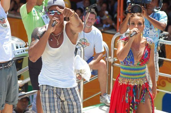 Vestida de cigana, Ivete faz último show no Carnaval de Salvador