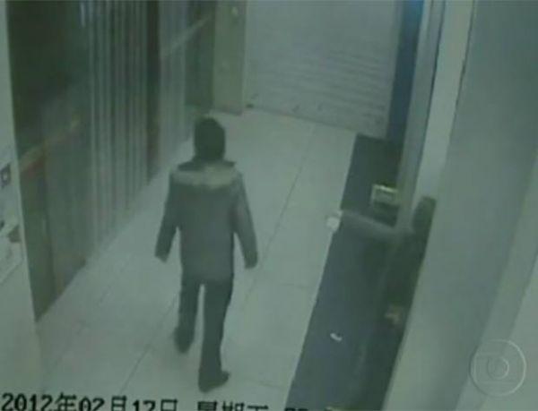 Chinesa convence homem a não assaltá-la em caixa eletrônico
