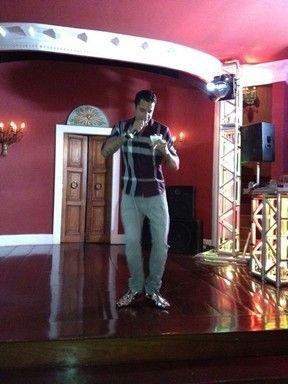 Latino canta em festa do namorado de Mirella Santos