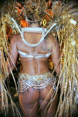 Bumbum de Vivi Araújo é eleito o mais bonito do desfile das campeãs