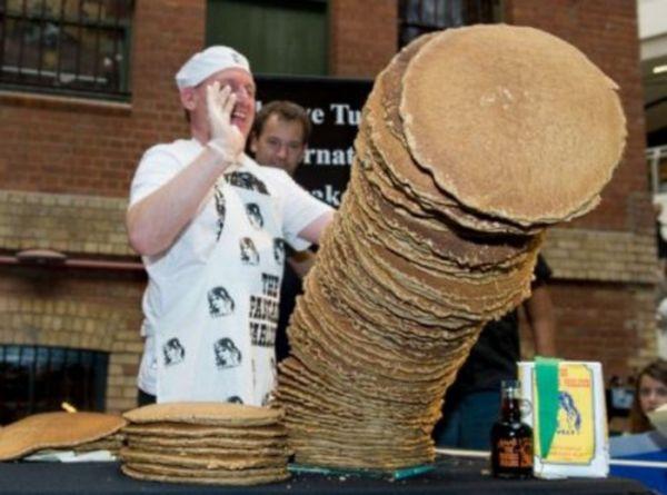 Chef de cozinha australiano bate recorde com torre de panquecas