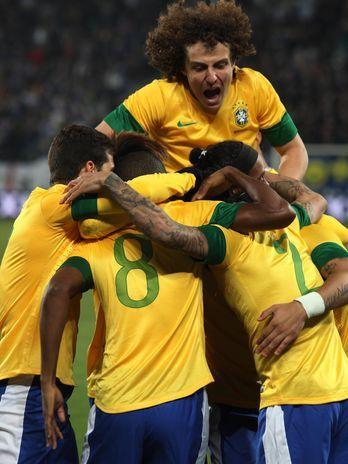Brasil repete futebol sem brilho, mas supera Bósnia por 2 a 1 no amistoso de St. Gallen