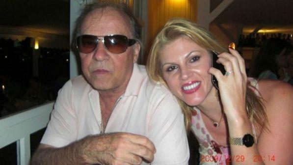 Em meio a briga judicial, Val publica foto de suposto ex-marido