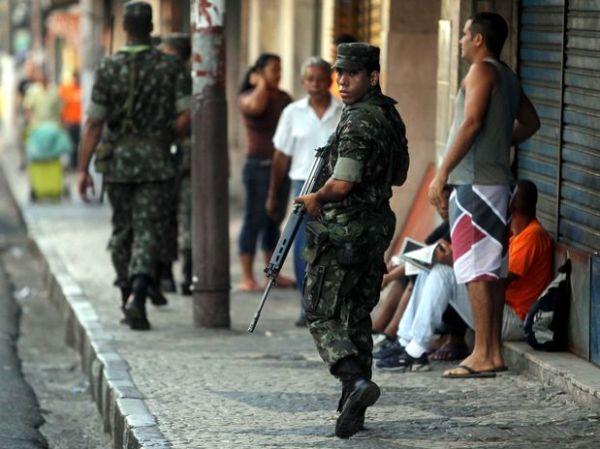 Cidade de Salvador amanhece com Polícia do Exército nas ruas