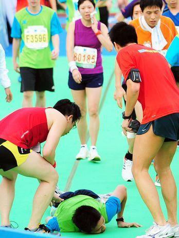 Competidor de 26 anos morre após cruzar linha de chegada em meia maratona de Hong Kong