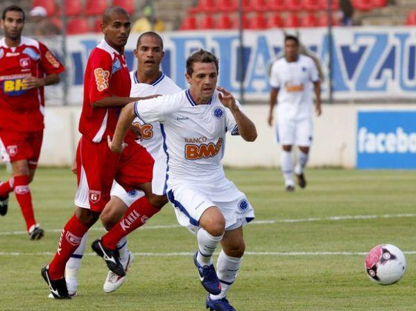 Cruzeiro perde para Guarani por 1 a 0 na estreia do Mineiro