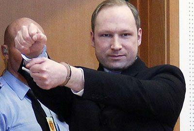 Autor do massacre na Noruega diz que matou 77