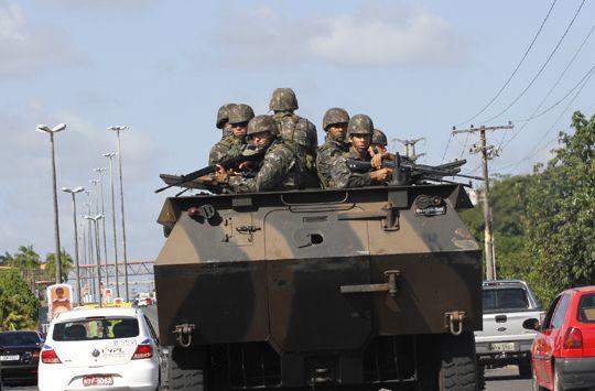Sem energia, Assembleia Legislativa da BA é cercada pelo Exército e há troca de tiros