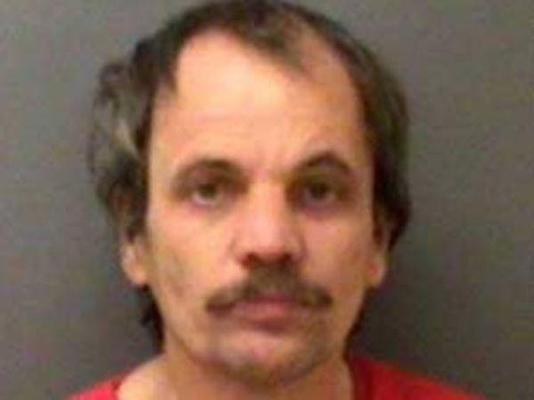 Americano é preso após tentar roubar dentadura de mulher