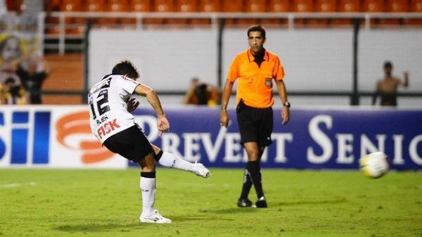 Alex justifica pênalti perdido dizendo que árbitro