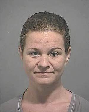 Mulher é presa acusada de fazer sexo com garoto de 15 anos