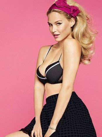 Bar Refaeli estrela campanha de verão de grife de lingerie