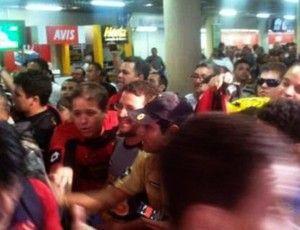 Torcida faz festa em Teresina para receber delegação do Sport